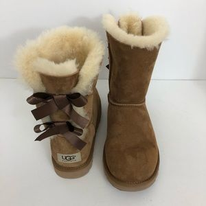 UGG Chestnut Bailey Bow II Boots 6